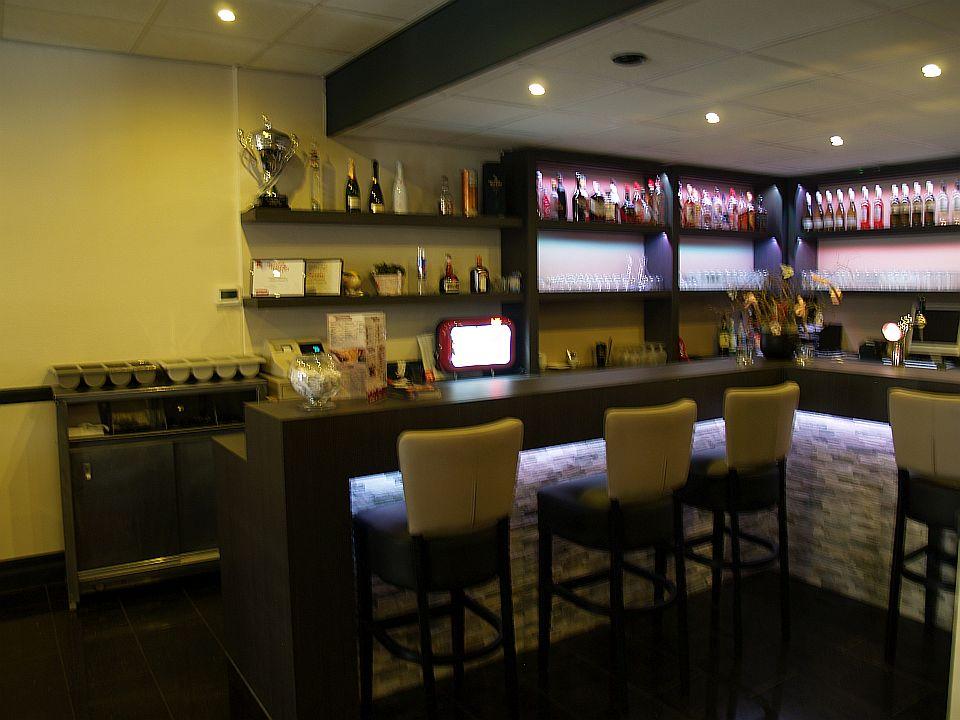 Bar met kruk